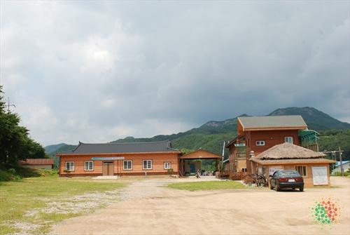 Yeongdong Bidangang Forest Village (영동 비단강숲마을)