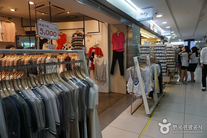 Gangnam Station Underground Shopping Center (강남역 지하도상가)