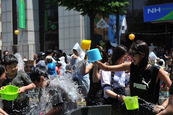 Chuncheon International Mime Festival (춘천 마임축제)