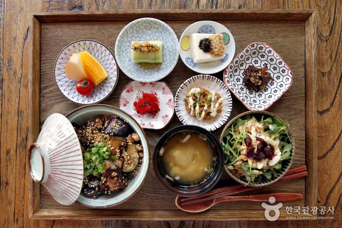 가정의 달, 싱글을 위한 혼자 먹는 밥상 코스의 이미지
