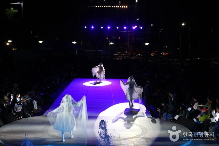 Wonju Hanji Festival (원주한지문화제)