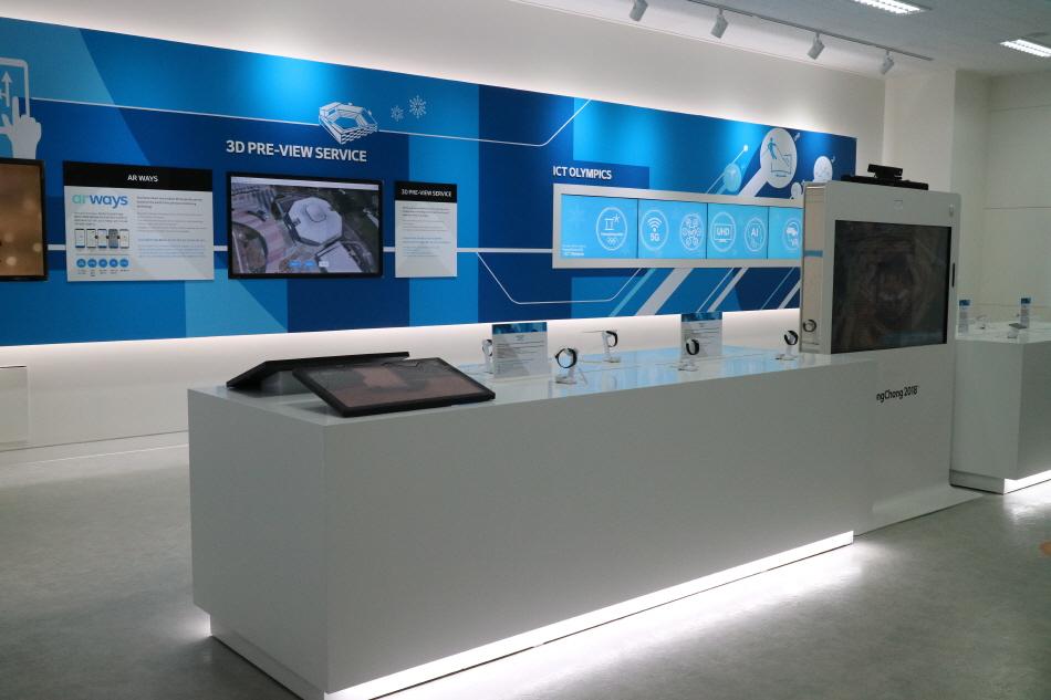 첨단과학기술을 이용한 여러 가지 기계들이 전시되어 있다.