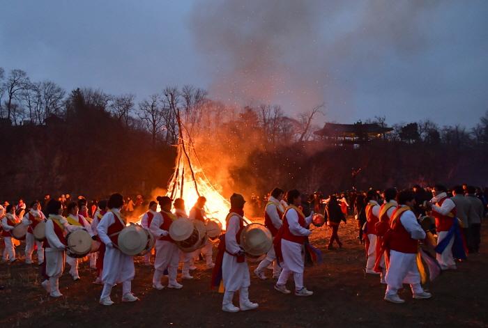 Samcheok Jeongwol Daeboreum Festival (삼척 정월대보름제)