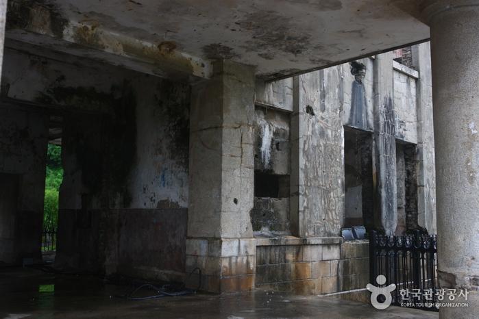 Здание Рабочей партии в Чхорвоне (노동당사)5
