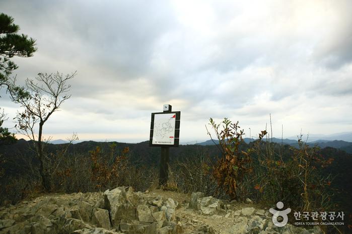 Горная вершина Ёнчжабон (연자봉)