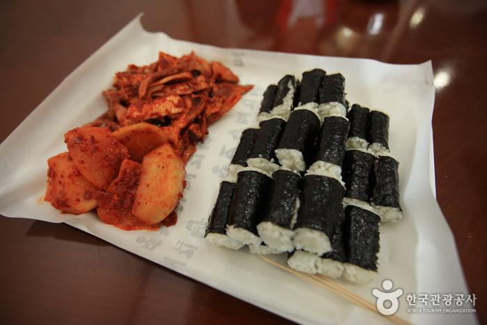 70여 년 전통을 자랑하는 통영 충무김밥 맛집