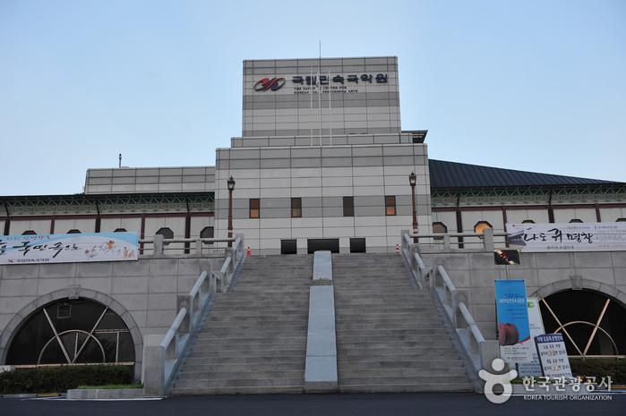 国立民俗国乐院(국립민속국악원)