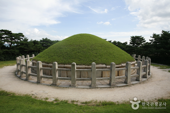 Tomb of General Kim Yushin (경주 김유신묘)