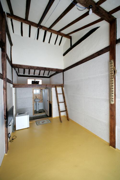 Yeonhui Gallery (연희갤러리)