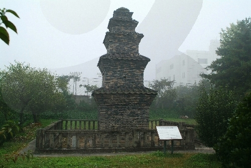 Dangganjiju (Flagpole Supports) in Unheung-dong and Five-Story Brick Pagoda in Dongbu-dong (   )