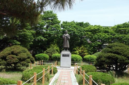 雲南 李承晩博士 銅像(우남이승만박사 동상)