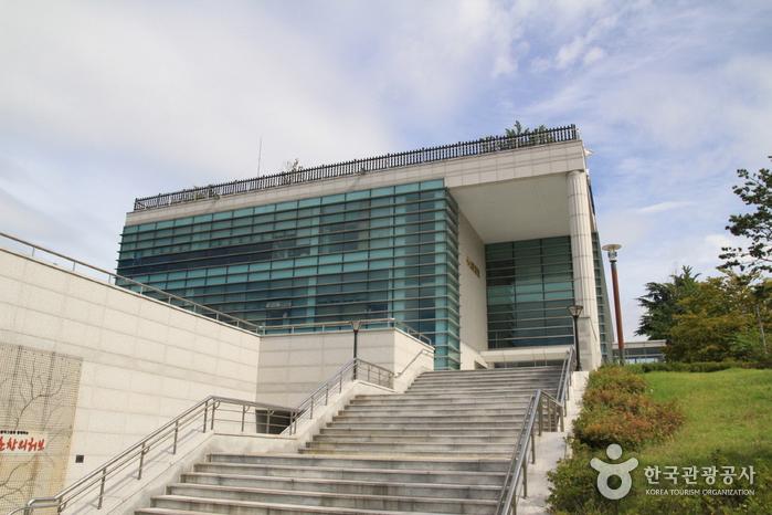 心山記念文化センター(심산기념문화센터)