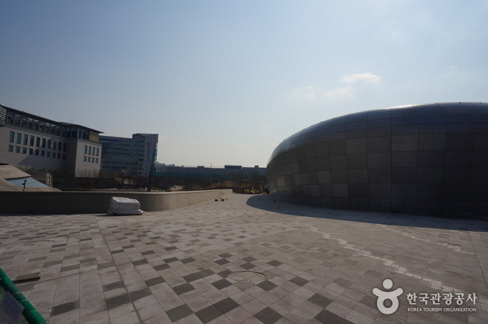 Dongdaemun History & Culture Park (동대문역사문화공원)