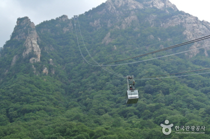 Seorak Sogongwon Cable Car (설악 케이블카)