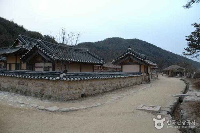 Seonbichon Village (선비촌)