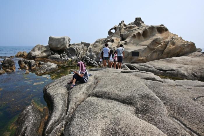 기암·항구·해변이 멋진 여름 바다로 떠나다, 주문진 아들바위 사진