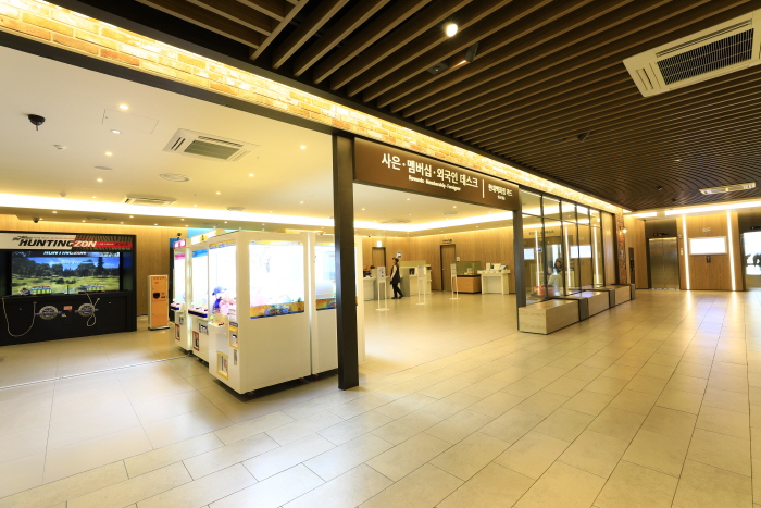 Hyundai City Outlet Dongdaemun Branch (현대시티아울렛 동대문점)