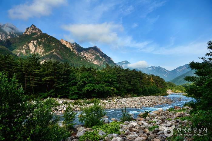Национальный парк гор Сораксан (Вэсорак - внутренние горы Сораксан) (설악산국립공원(외설악))