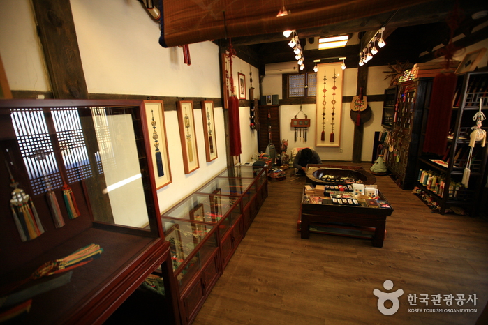 Dong-Lim Knot Museum (동림매듭공방)