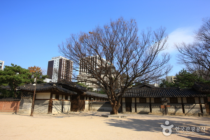 Unhyeongung Royal Residence ()