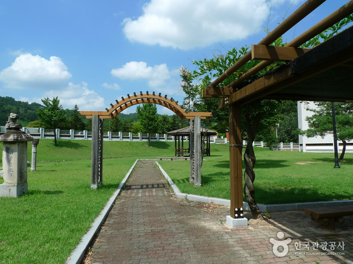 Andong Folk Museum ()