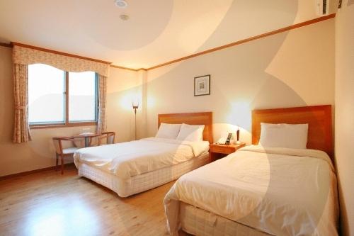 Mungyeong Tourist Hotel (문경관광호텔)