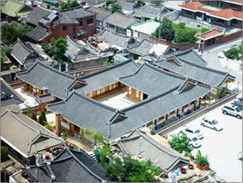 Jeonju Hanok Living Experience Center (Saehwa-gwan) (전주한옥생활체험관-세화관)