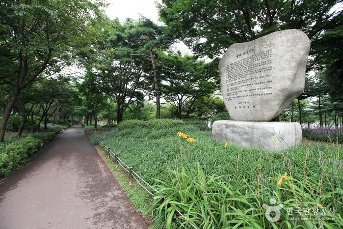 Парк Сонпханару (озеро Сокчхон) (송파나루공원(석촌호수))8