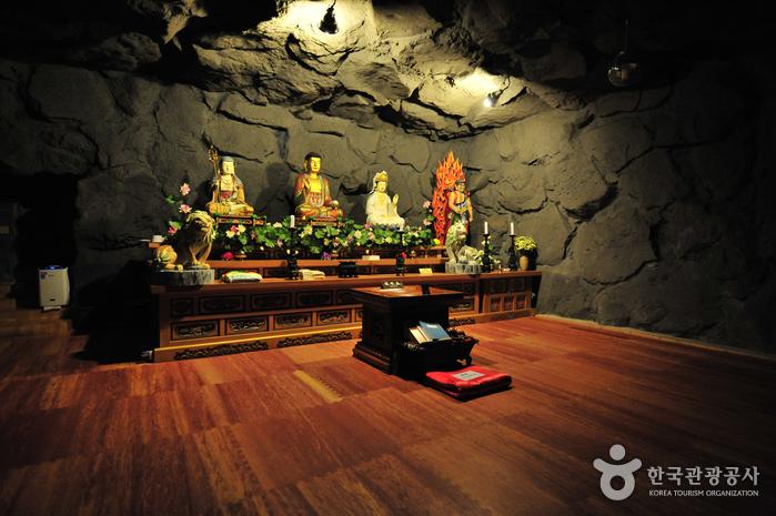 Храм Якчхонса на Чечжудо (약천사(제주))12