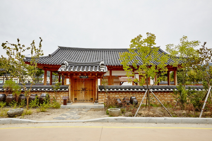 Gochangeupseong Hanok Village (고창읍성한옥마을)