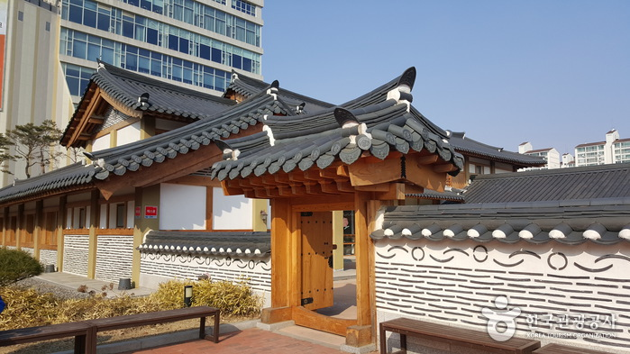Культурный центр в Кояне (고양문화원)