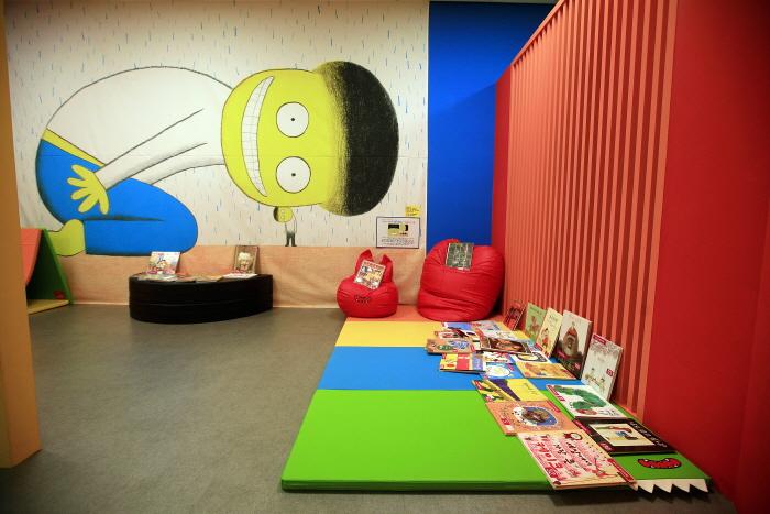 행복한도서관은 유아아동 전용공간이다.