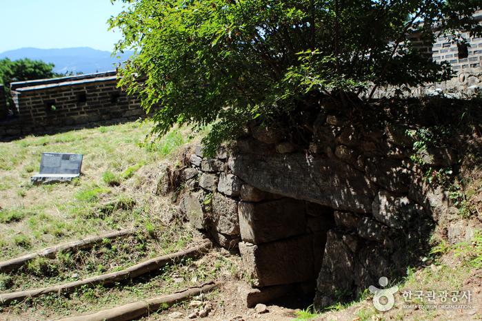 성 안쪽에서 본 암문