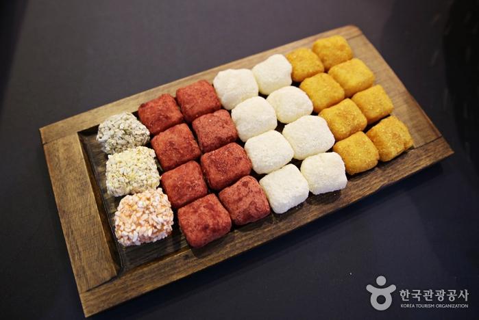 현대적인 맛을 가미한 딸기한과, 치즈한과, 금귤한과도 디저트로 인기