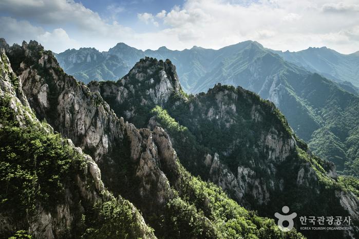 Seoraksan National Park (Outer Seorak Section) (설악산국립공원 (외설악))