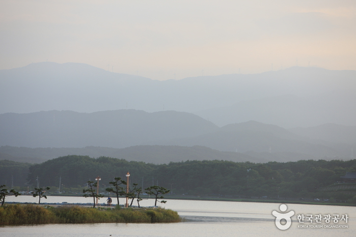 Gyeongpoho Lake ()