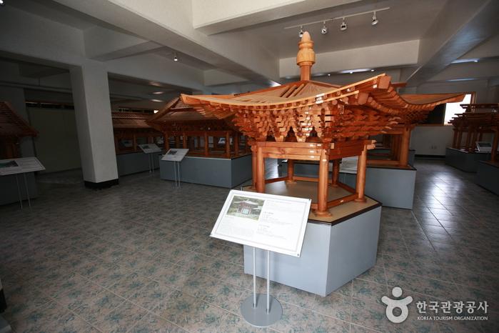 Korea Traditional Architecture Museum (한국고건축박물관)