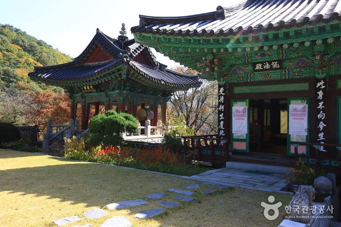 Cheonan Gwangdeoksa Temple (광덕사(천안))
