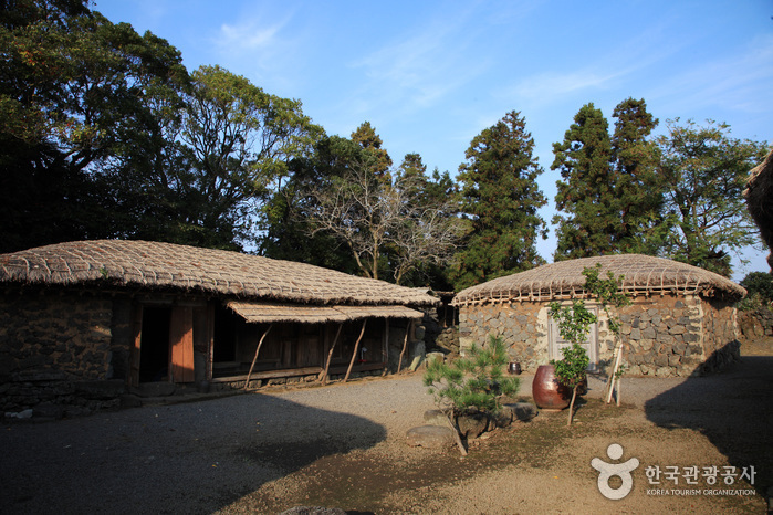 Seongeup Folk Village (성읍민속마을)