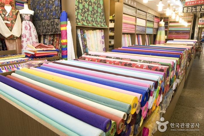 Mercado Gwangjang (tiendas de Hanbok) (광장시장 한복매장)