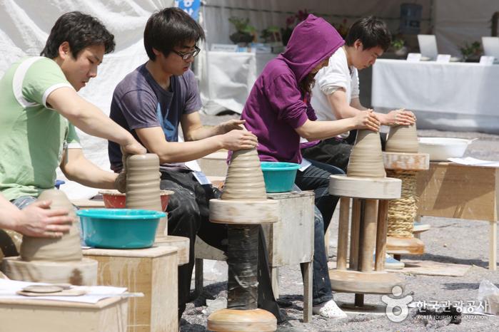 Mungyeong Traditional Chasabal Festival (문경 전통찻사발축제)