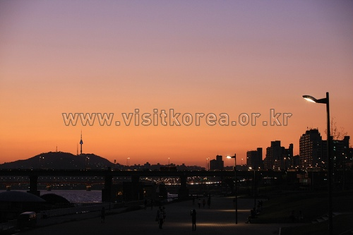 Ttukseom Hangang Park ( )