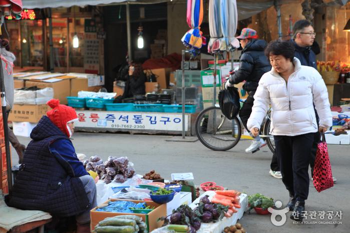 Jukdo Market (포항 죽도시장)