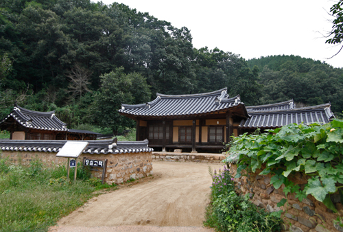 Changsil Gotaek (The Old House of Changsil)(창실고택) [한국관광품질인증/Korea Quality]