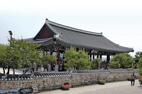 Chokseongnu Pavilion (촉석루)