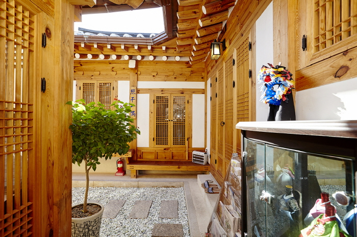 Gyeongbokgung 24 Guesthouse 4 (Chilboam) (경복궁24게스트하우스4 (칠보암)) [한국관광품질인증/Korea Quality]