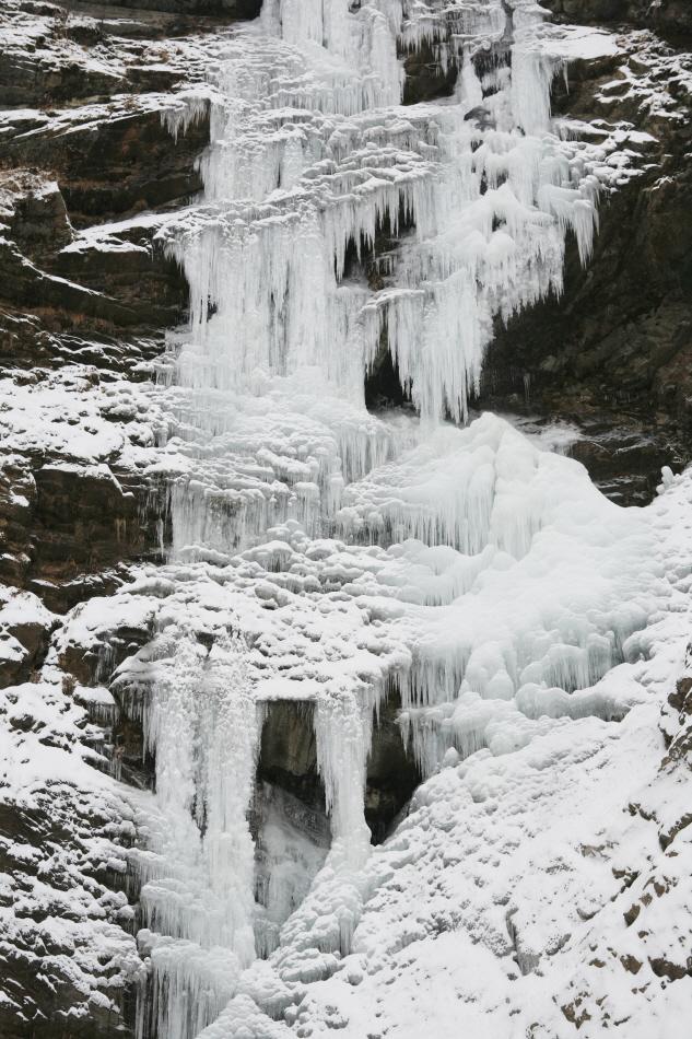 구곡폭포와 대형 고드름이 어우러진 얼음 세상
