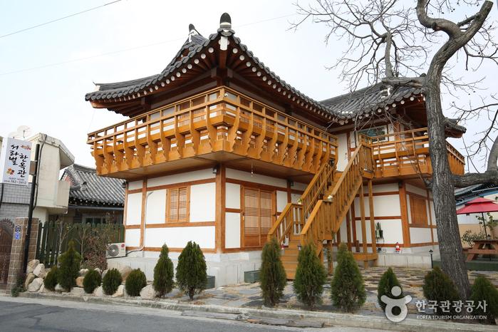 Gyeongju Seorabeol Hanok Guesthouse (서라벌한옥관)