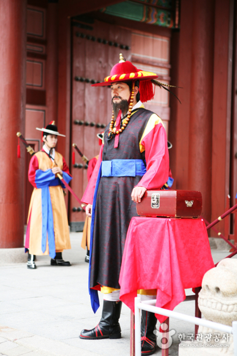The Opening and Closing of the Royal Palace Gates and Royal Guard Changing Ceremonies (수문장 교대의식)