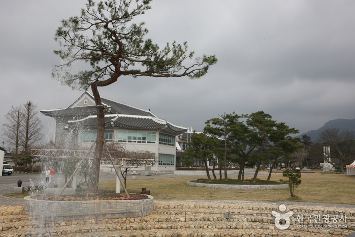 Yeongam Pottery Museum (영암도기박물관)
